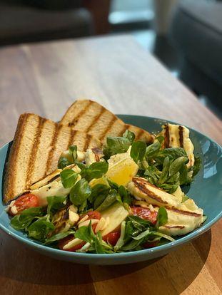 Salat s halloumi